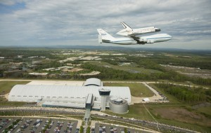 space-shuttle-discovery_over_udvar-hazy