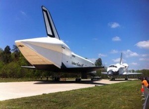 space-shuttles_enterprise_and_discovery_nose-to-nose