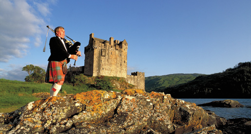 scotland_piper+castle