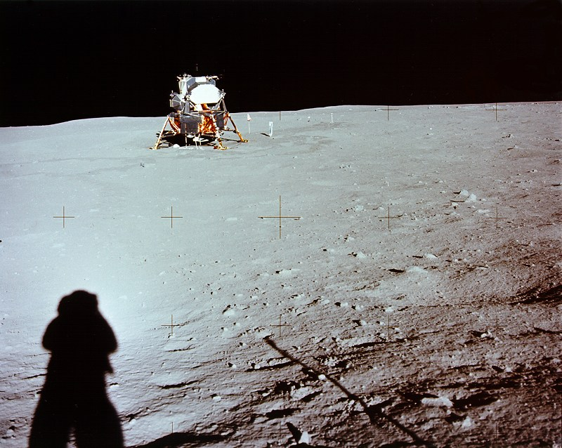apollo-11_lander+armstrong-shadow